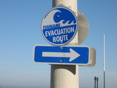 seaside_tsunami_sign400